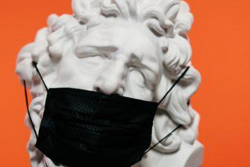 Apprendre à bien parler avec un masque